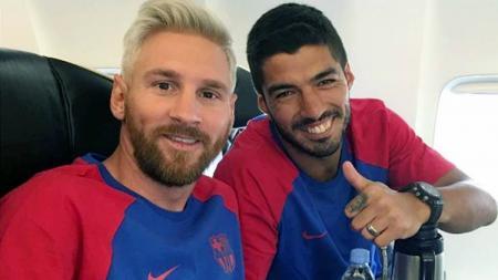 Dua bintang Barcelona selfie. - INDOSPORT
