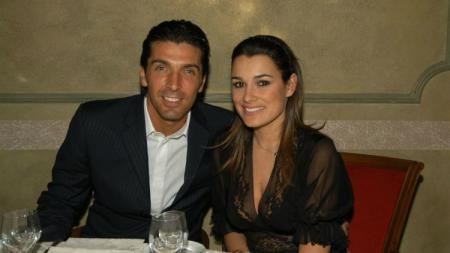 Lama berpisah dari Gianluigi Buffon, eks model Alena Seredova, kini sedang menantikan kelahiran anak dari bos Juventus, Alessandro Nasi. - INDOSPORT