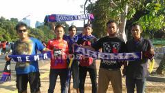 Indosport - Pendukung Arema atau Aremania sudah tiba do Stadion Gelora Bung Karno untuk menyaksikan laga Persija kontra Arema.