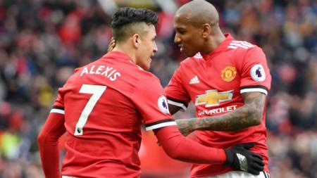 Kabarnya, Manchester United telah menyetujui nominal yang disodorkan Inter Milan untuk menebus kapten tim mereka, yakni Ashley Young (kanan). - INDOSPORT