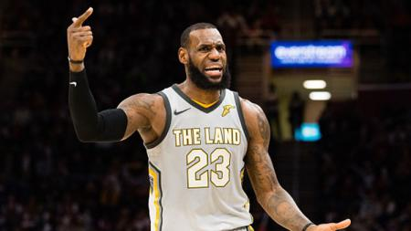 LeBron James dalam laga Cleveland Cavaliers vs Dallas Mavericks. - INDOSPORT