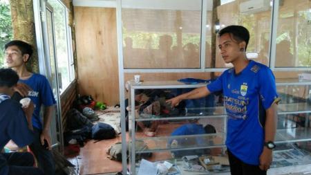 Posko Viking diwarung makan Pasundan yang diserang OTD di Jalan Soekarno Hatta, Palembang. - INDOSPORT