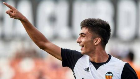Pemain tenar dari klub LaLiga Spanyol, Valencia, sukses membuat Manchester United dan Manchester City saling sikut untuk memperebutkannya di bursa transfer. - INDOSPORT