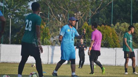 Rahmad Darmawan latihan bersama timnya Sriwijaya FC. - INDOSPORT
