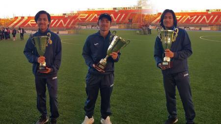 Excel Tomboleu (paling kiri) saat bermain bersama Rafid Habibie dan Fidelis Kelby Timothy untuk klub Santarcangelo Calcio. - INDOSPORT