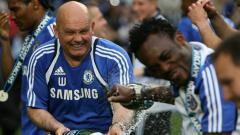 Indosport - Ray Wilkins dan Michael Essien saat masih di Chelsea.