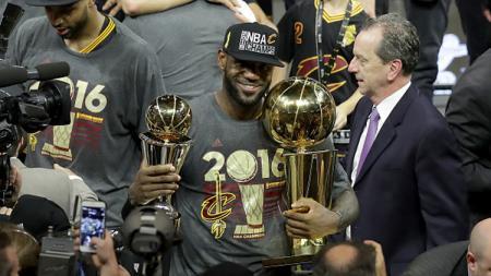 LeBron James, saat memberikan Cleveland Cavaliers gelar juara. - INDOSPORT