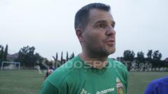 Indosport - Simon McMenemy, pelatih Bhayangkara FC.