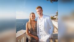 Indosport - Istri bintang Manchester City, Kevin De Bruyne, yakni Michele Lacroix, ternyata memiliki bentuk tubuh seksi dan wajah yang cantik jelita.