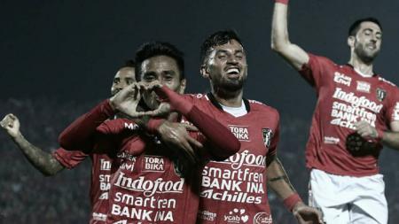 Selebrasi M. Taufik usai mencetak gol pertama Bali United. - INDOSPORT