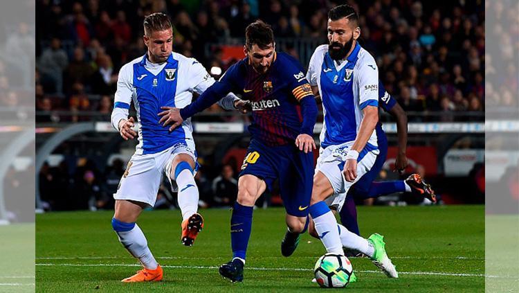 Lionel Messi saat membawa bola Copyright: INDOSPORT