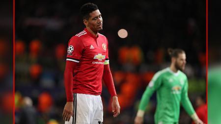 Klub Liga Inggris, Manchester United, kabarnya ingin mengorbankan Chris Smalling yang kini jadi pemain pinjaman di AS Roma, guna mendatangkan Nicolo Zaniolo. - INDOSPORT