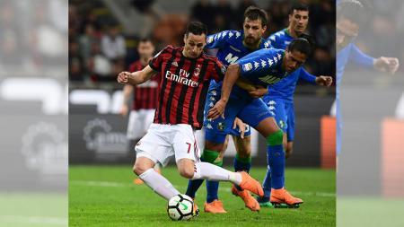 Nikola Kalinic saat masih membela AC Milan, yang kini diminati oleh AS Roma dan Lazio. - INDOSPORT