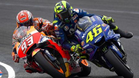 Duel antar Marc Marquez dan Valentino Rossi. - INDOSPORT
