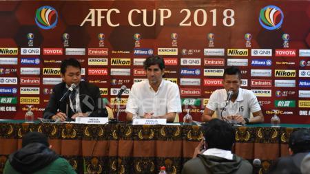 Preskon jelang laga AFC Cup, Persija Jakarta vs Johor Darul Takzim FC, Ismeda Sofyan dan pelatih Stefano Cugurra Teco. - INDOSPORT