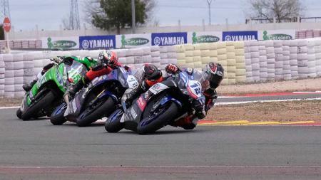 Pembalap Ali Adrian sedang memacu Yamaha YZF R3  di Sirkuit Albacete, Spanyol akhir pekan kemarin. - INDOSPORT