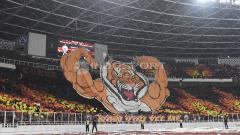 Indosport - Koreografi Jakmania sebelum laga dimulai.