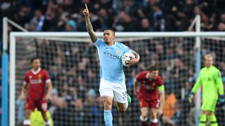 Gabriel Jesus menegaskan ia masih akan terus berseragam Manchester City meski hanya jadi nomor dua di belakang Sergio Aguero. - INDOSPORT
