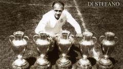 Indosport - Alfredo Di Stefano dan jejeran trofi juara Eropa.