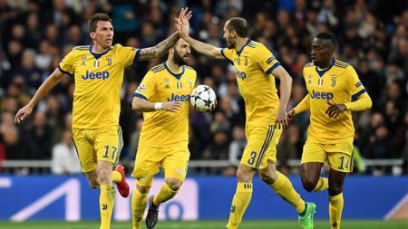 Mandzukic selebgrasi dengan timnya setelah gol pertama - INDOSPORT