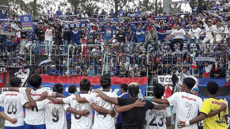 Selebrasi gol Arema Indonesia, Aremania. - INDOSPORT