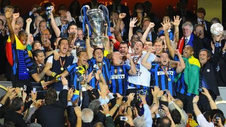 Inter Milan meraih gelar Liga Champions 2010 sekaligus melengkapi gelar treble winners pada musim 2009/10. - INDOSPORT