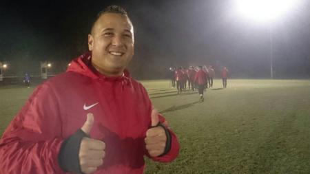 Berhasil memberikan inspirasi, mantan striker Timnas Indonesia bertubuh tambun ini dianggap sebagai pahlawan di negara Belanda. - INDOSPORT