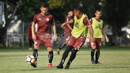 Ismed Sofyan dan Ramdani Lestaluhu saat berlatih bersama.