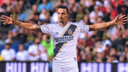 Pemain LA Galaxy, Zlatan Ibrahimovic, memberi kode dengan membahas kemungkinan dirinya gabung Napoli, Inter Milan, atau Bologna. - INDOSPORT