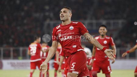 Selebrasi bek Persija Jakarta, Jaimerson da Silva saat buat gol lawan Borneo FC. - INDOSPORT