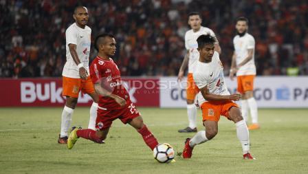 Riko Simanjuntak di laga melawan Borneo FC.