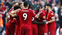 Indosport - Liverpool mengadakan sesi latihan yoga online yang sedikit 'dimeriahkan' oleh aksi kocak dua pemainnya.