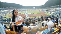 Indosport - Nurul Fitriana Fauziah mengaku cinta Persib, walaupun bukan orang Jawa Barat.