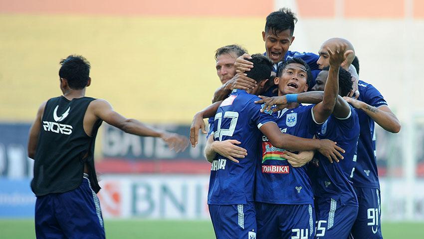 Selebrasi pemain PSIS Semarang saat gol ke gawang PSMS Medan. Copyright: liga-indonesia.id