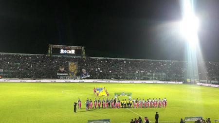 Suasana sebelum kick off Arema FC vs Persib. - INDOSPORT