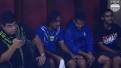 Indosport - Suasana ruang ganti pemain Persib Bandung di Stadion Kanjuruhan.
