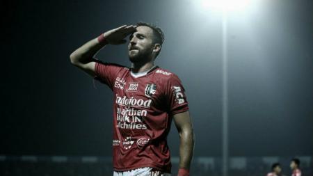 Penyerang Bali United, Ilija Spasojevic, yang berpeluang mengulangi kejayaannya di kancah malaysia apabila bergabung ke FELDA United. - INDOSPORT