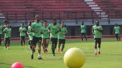 Indosport - Pemain Persebaya Surabaya jalani latihan.