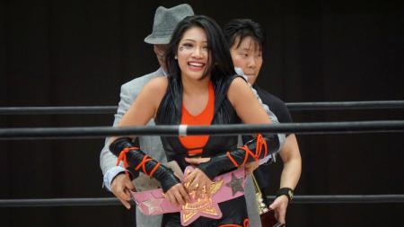 Kabar kematian pegulat wanita berdarah Indonesia, Hana Kimura, menuai tanggapan oleh para pegulat WWE seperti Mick Foley dan Nia Jax yang sedih sekaligus marah. - INDOSPORT