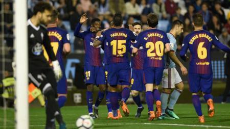 Para pemain Barcelona tengah merayakan gol. - INDOSPORT