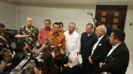 Pertemuan Tinton Suprapto dengan staf kepresidenan terkait motoGP indonesia. - INDOSPORT