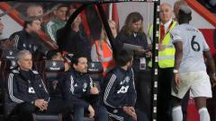 Indosport - Paul Pogba usai diganti dan tidak menyalami Jose Mourinho.
