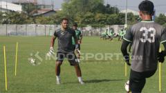 Indosport - Dimas Galih saat latihan.