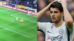 Indosport - Penyerang Chelsea, Alvaro Morata, gagal mengonversi peluang mudah di depan gawang Burnley (20/04/18).