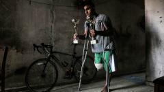 Indosport - Alaa Al-Daly, atlet sepeda Palestina yang kakinya diamputasi karena tertembak tentara Israel.