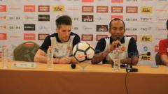 Indosport - sesi konferensi pers melawan PSM Makassar, Jumat (20/04/18)