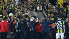 Indosport - Rusuh di laga Fenerbache vs Besiktas