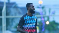 Indosport - Pemain Khonkaen FC Yanto Basna.