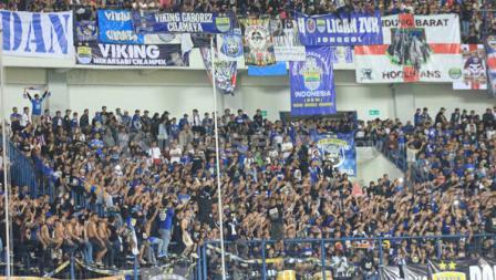 Bobotoh penuhi laga Persib Bandung melawan Borneo FC.