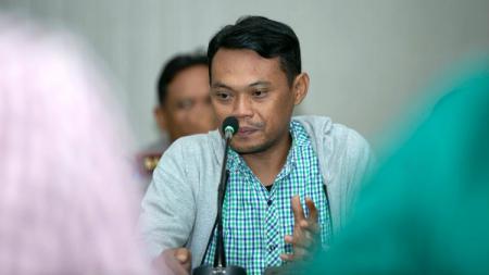 Pentolan suporter Bonek Andie Peci turut komentari sikap Persebaya Surabaya yang tolak kompetisi sepak bola nasional Liga 1 2020 dilanjutkan. - INDOSPORT